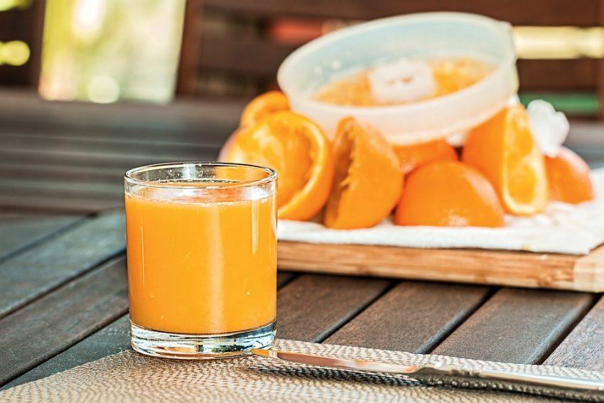 Jus d'orange fait maison à éviter pour le petit déjeuner