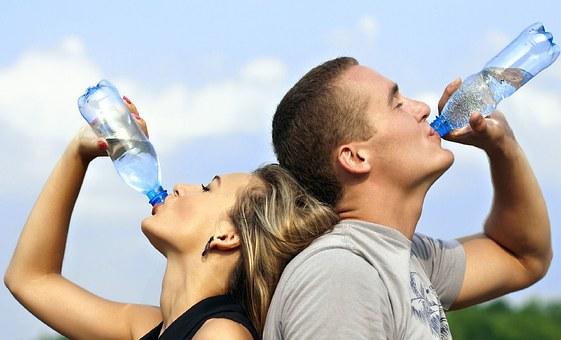 L'hydratation est essentielle pour éviter les tendinites et douleurs musculaires chez le sportif