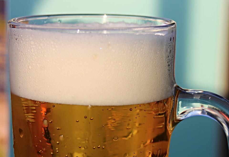 Bière avec une mousse généreuse : à réserver au moments festifs en dehors de l'effort.