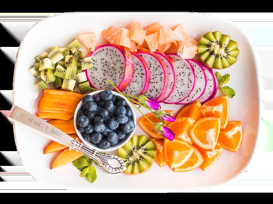 Plateau de fruits frais. Idéal pour une alimentation riche en micronutriments. Manger mieux pour courir.