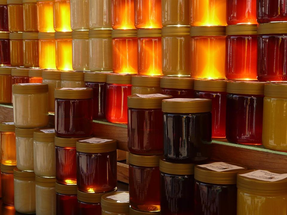 Pots de miel différents. Certains sont à privilégier avant l'effort, d'autres pendant ou après l'effort.