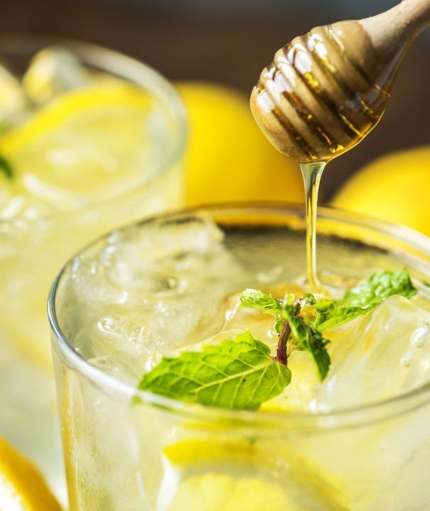 Boisson de l'effort au miel et citron.